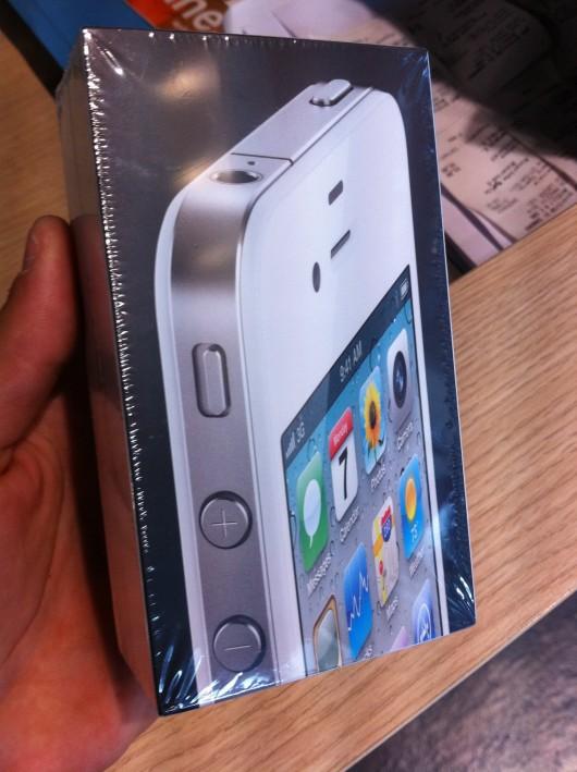 White iPhone 4 Fixed Proximity Sensor Antenna Issues [Video]