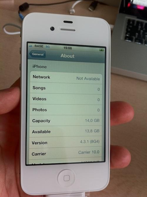 White iPhone 4 Jailbreak Possible