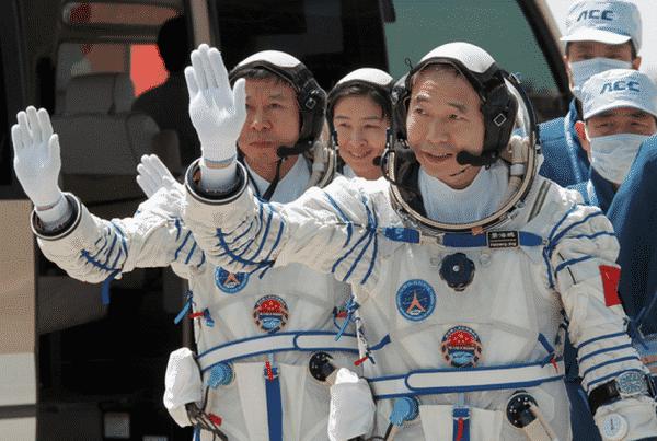 1, Image Credit : i.space.com