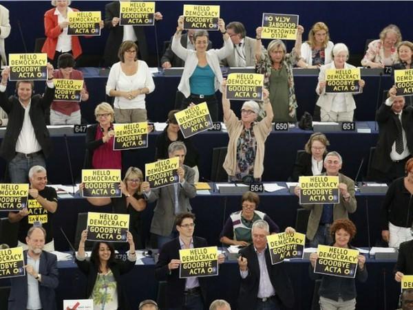 European Parliament Rejects ACTA, Image Credit : REUTERS/Vincent Kessler