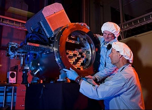 Scientists Building Dark Energy Camera