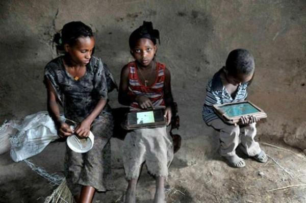 Illiterate Ethiopian Kids With Motorola Xoom Tablets