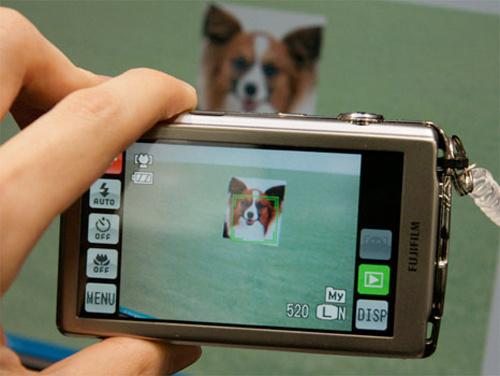 FujiFilm's Finepix Z700 Has Pet Detection Software