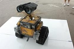 Robotics Enthusiast Creates Life-Size, Working WALL-E